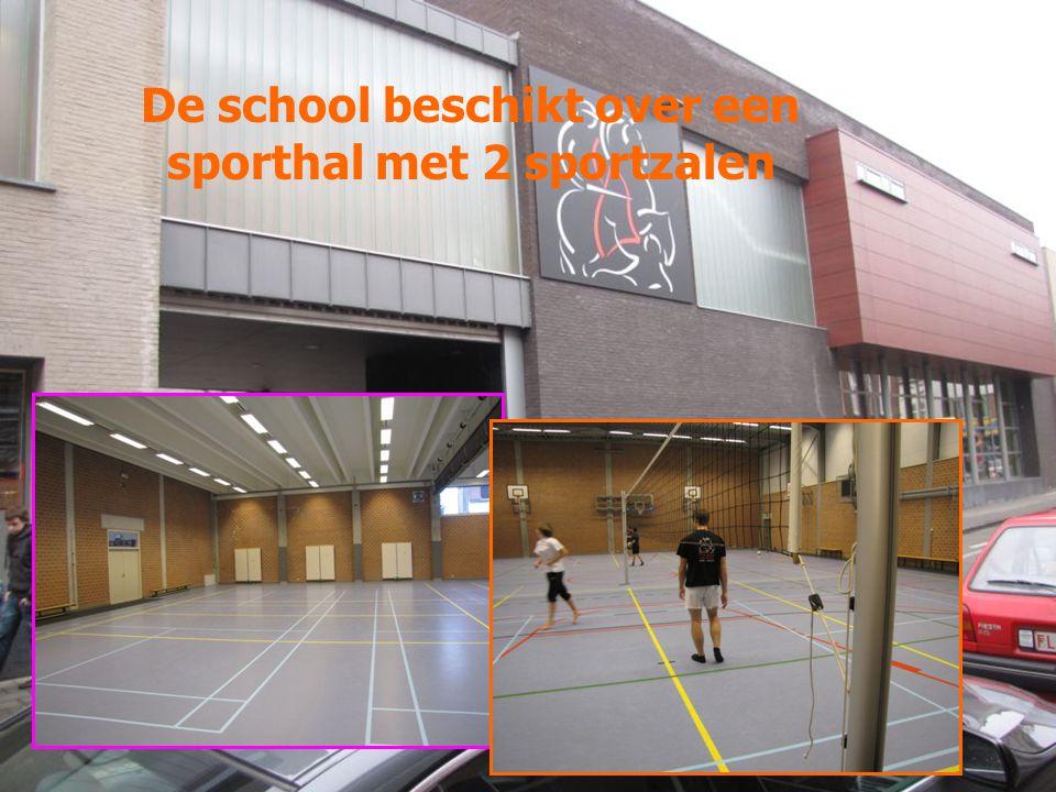 De school beschikt over een sporthal met 2 sportzalen