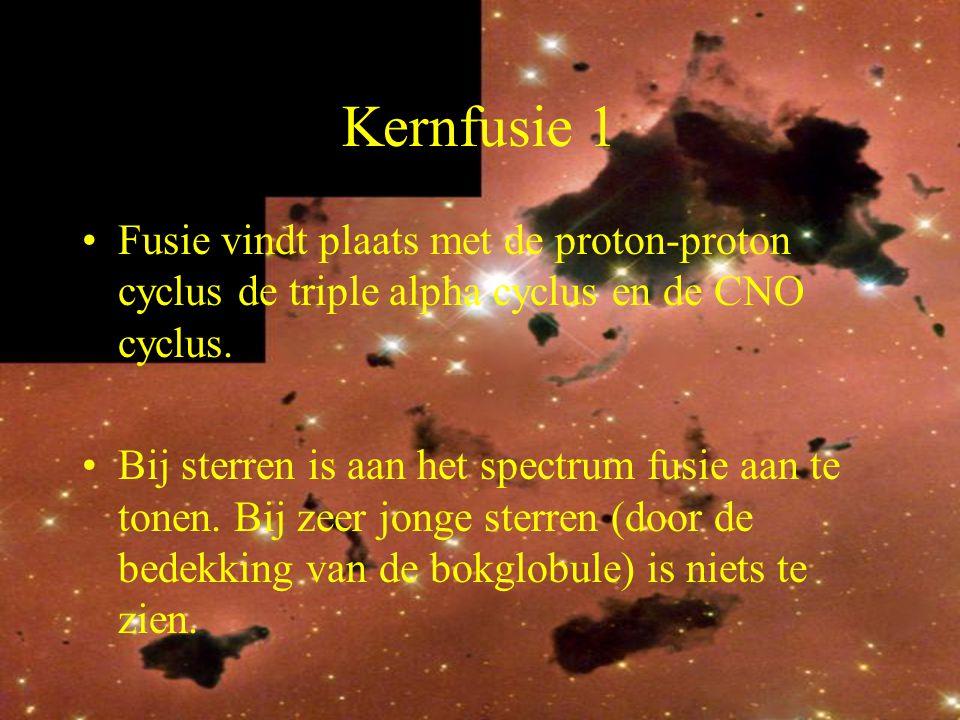 Kernfusie 1 Fusie vindt plaats met de proton-proton cyclus de triple alpha cyclus en de CNO cyclus.