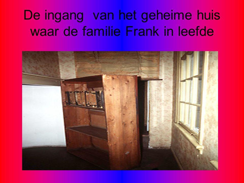 De ingang van het geheime huis waar de familie Frank in leefde