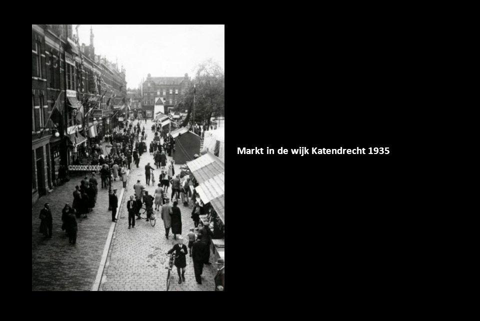 Markt in de wijk Katendrecht 1935
