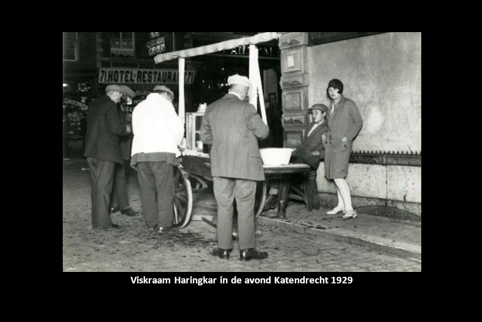 Viskraam Haringkar in de avond Katendrecht 1929