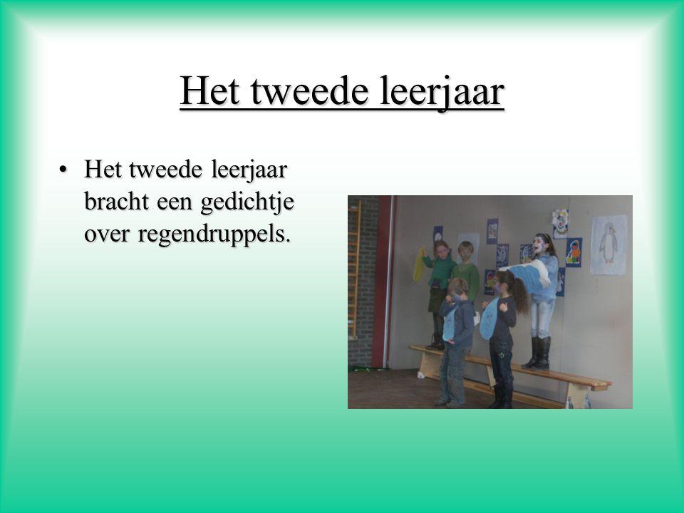 Het tweede leerjaar Het tweede leerjaar bracht een gedichtje over regendruppels.