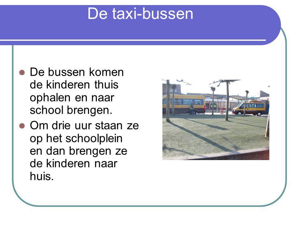 De taxi-bussen De bussen komen de kinderen thuis ophalen en naar school brengen.