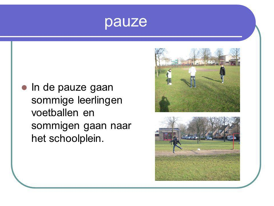 pauze In de pauze gaan sommige leerlingen voetballen en sommigen gaan naar het schoolplein.