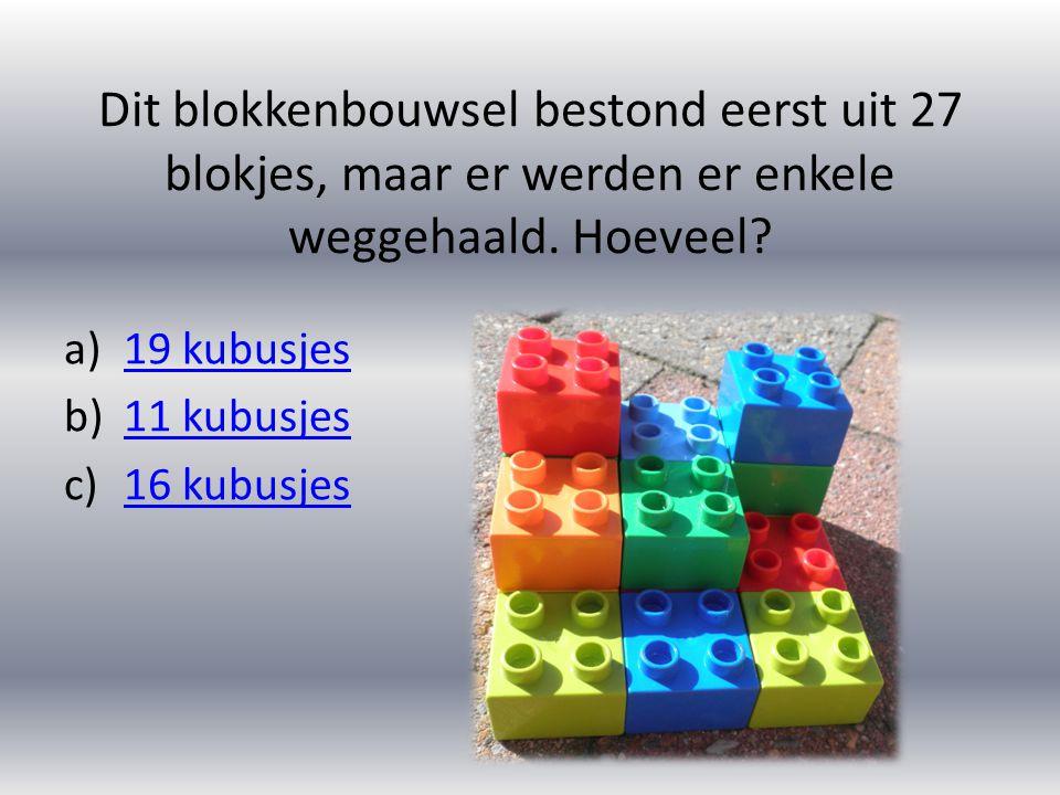 Dit blokkenbouwsel bestond eerst uit 27 blokjes, maar er werden er enkele weggehaald. Hoeveel