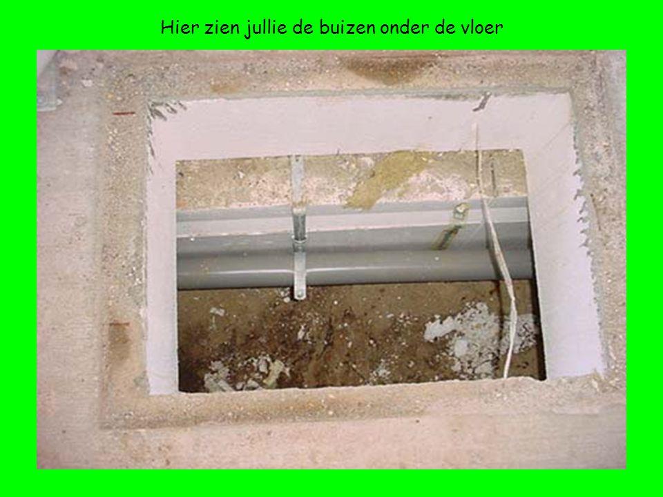 Hier zien jullie de buizen onder de vloer