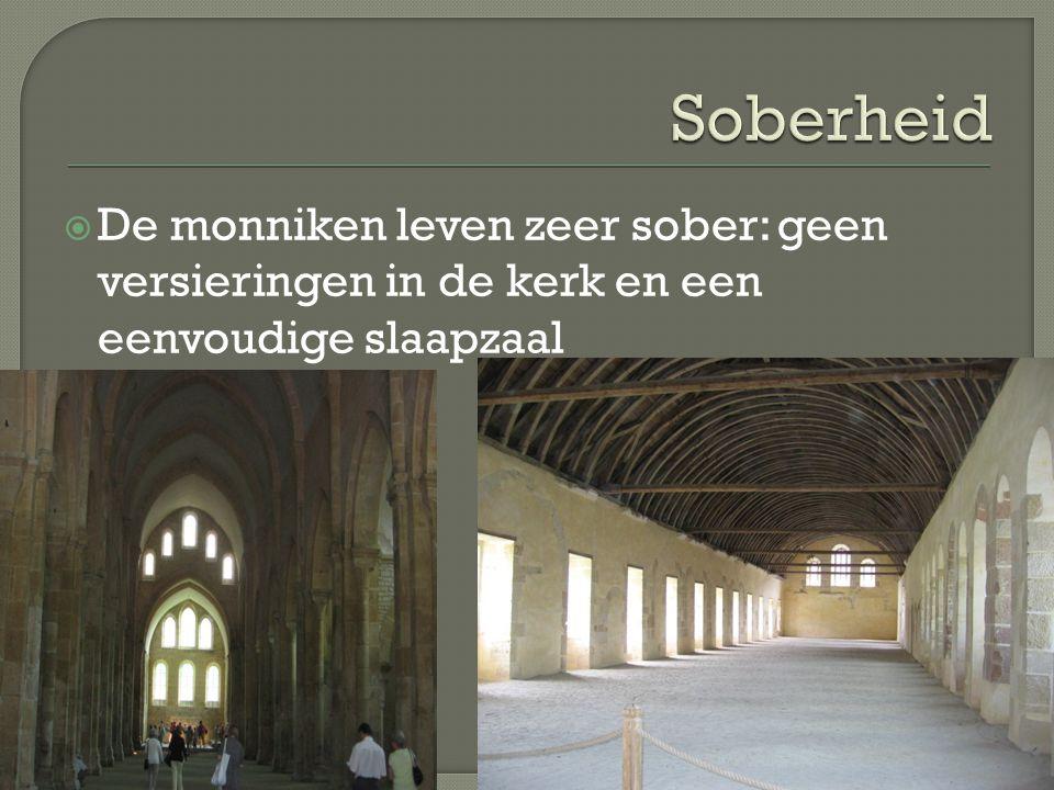 Soberheid De monniken leven zeer sober: geen versieringen in de kerk en een eenvoudige slaapzaal