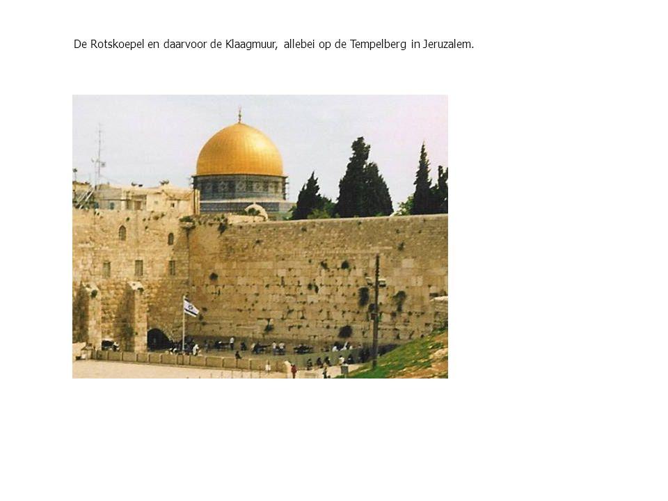 De Rotskoepel en daarvoor de Klaagmuur, allebei op de Tempelberg in Jeruzalem.