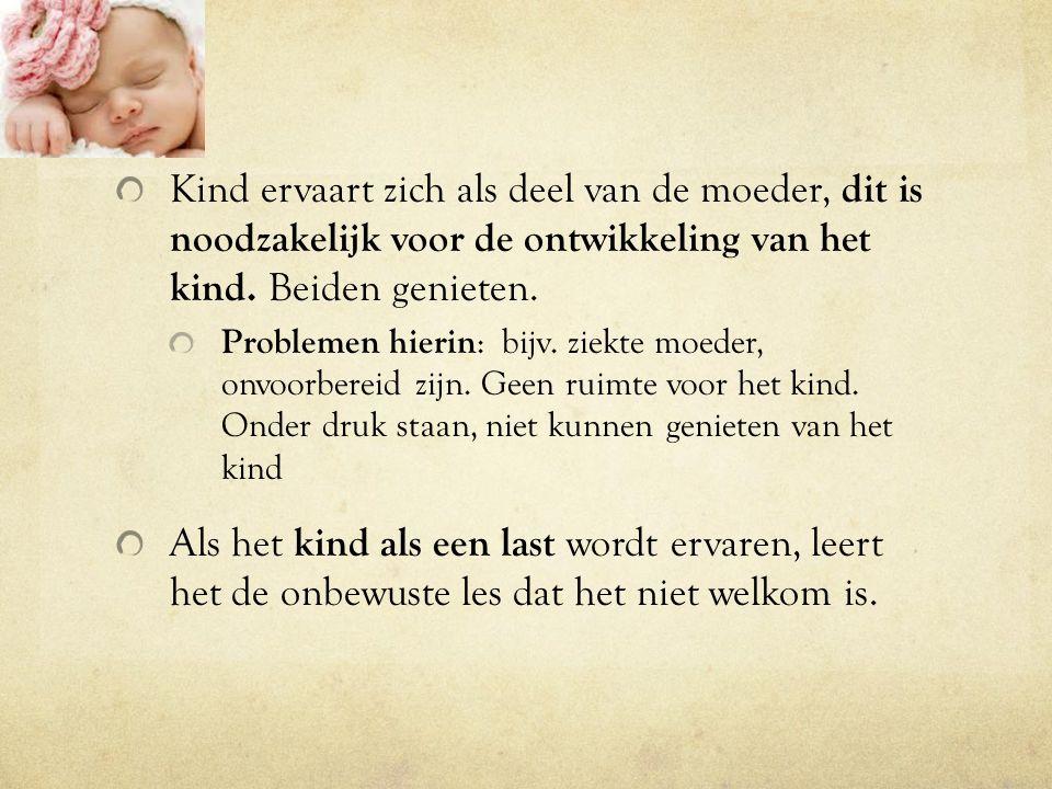 Kind ervaart zich als deel van de moeder, dit is noodzakelijk voor de ontwikkeling van het kind. Beiden genieten.