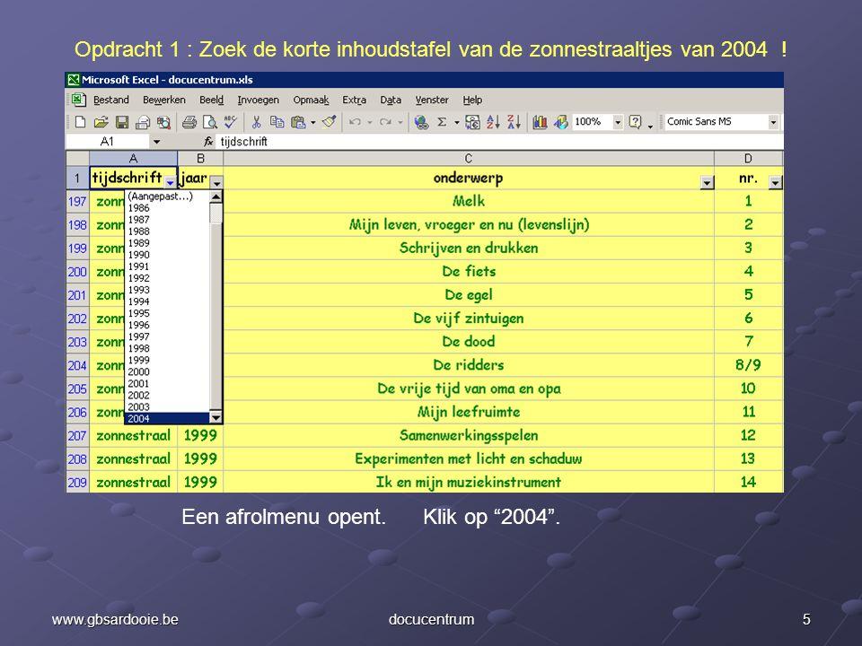 Een afrolmenu opent. Klik op 2004 .