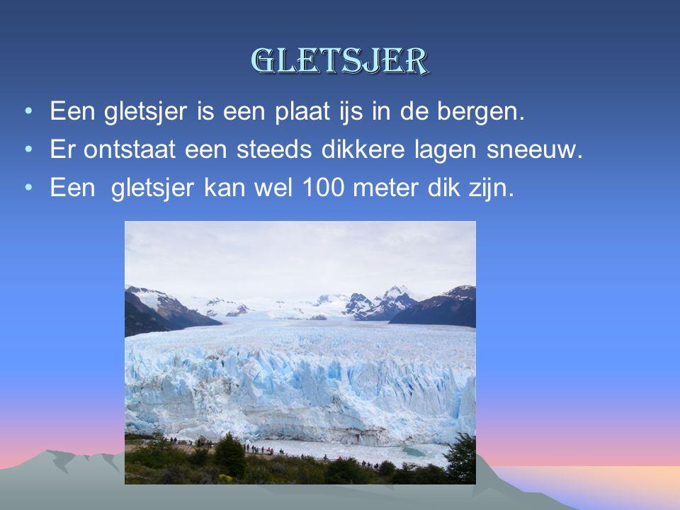 gletsjer Een gletsjer is een plaat ijs in de bergen.