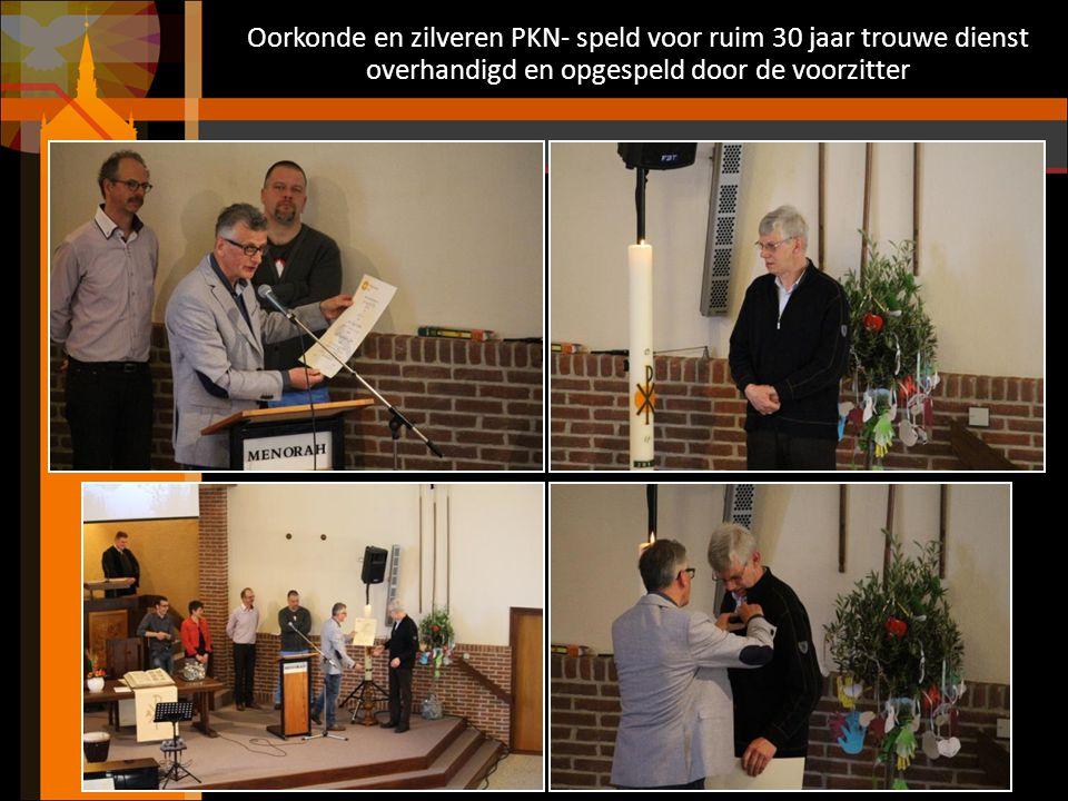 Oorkonde en zilveren PKN- speld voor ruim 30 jaar trouwe dienst overhandigd en opgespeld door de voorzitter