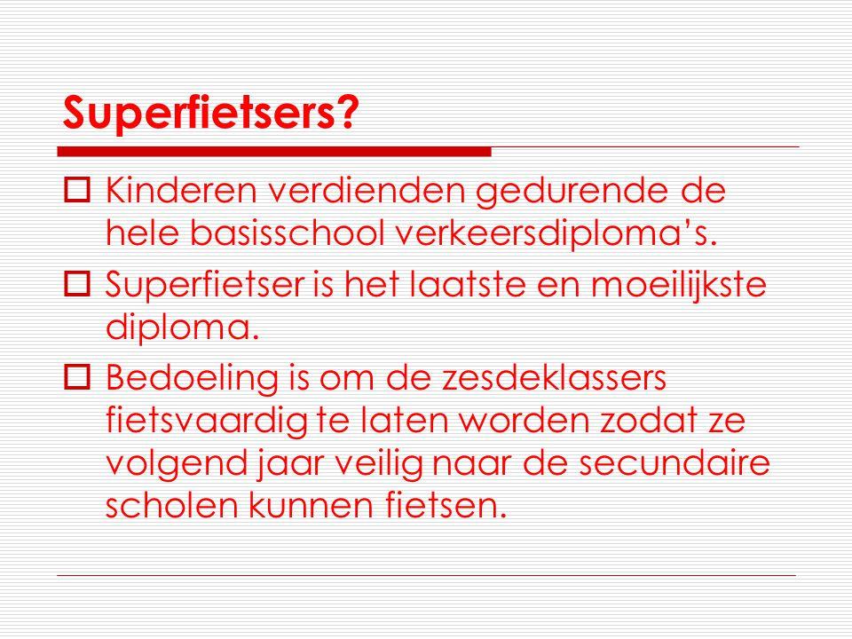 Superfietsers Kinderen verdienden gedurende de hele basisschool verkeersdiploma's. Superfietser is het laatste en moeilijkste diploma.