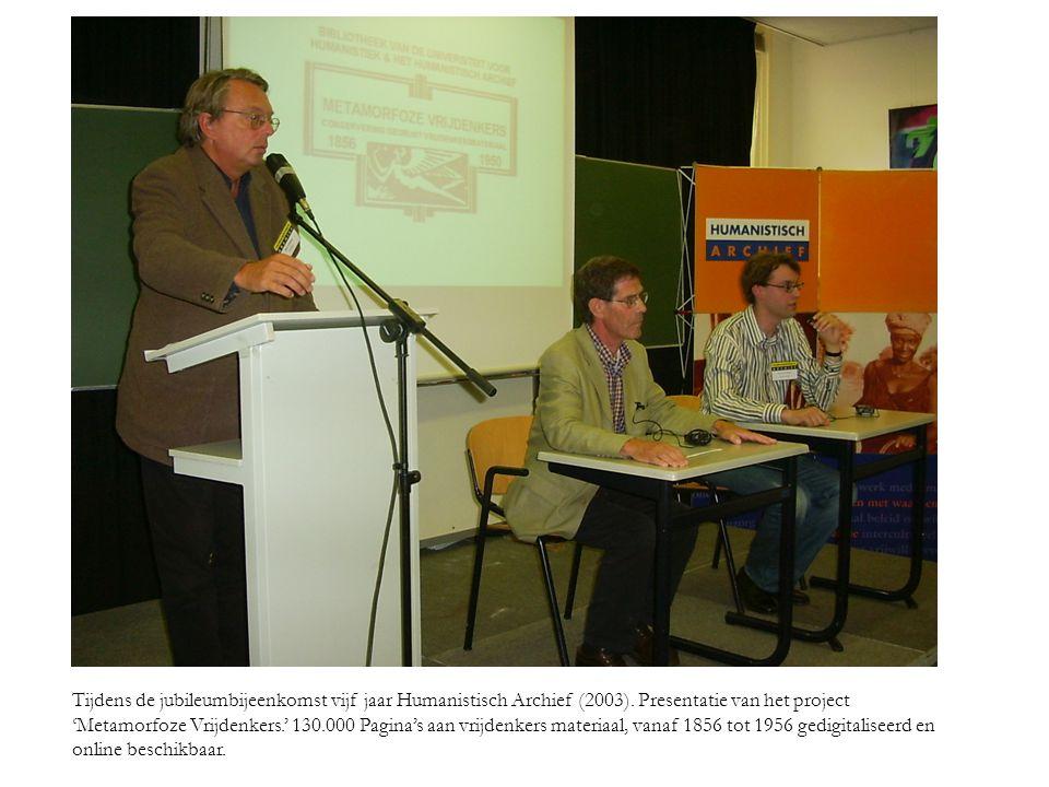 Tijdens de jubileumbijeenkomst vijf jaar Humanistisch Archief (2003)
