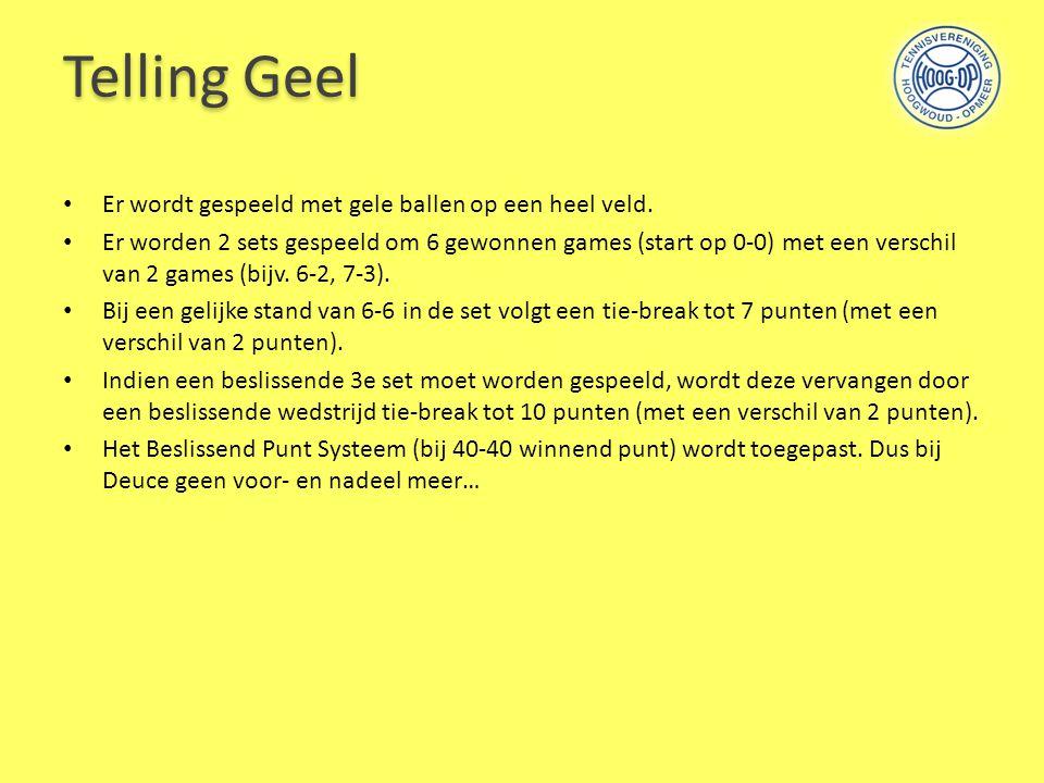 Telling Geel Er wordt gespeeld met gele ballen op een heel veld.