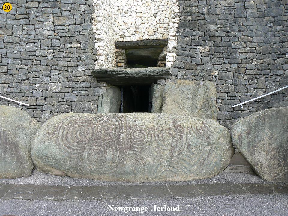 20 Newgrange 2 Newgrange - Ierland