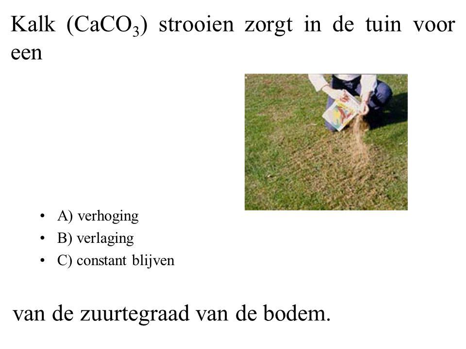 Kalk (CaCO3) strooien zorgt in de tuin voor een