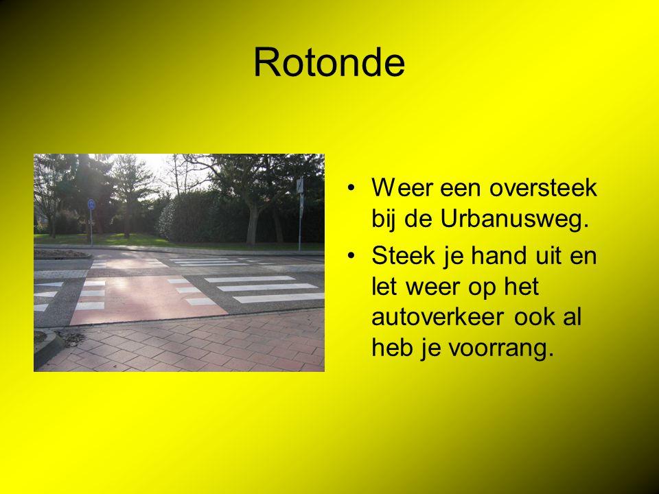Rotonde Weer een oversteek bij de Urbanusweg.