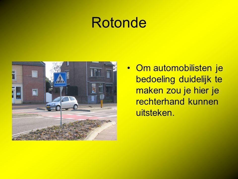 Rotonde Om automobilisten je bedoeling duidelijk te maken zou je hier je rechterhand kunnen uitsteken.