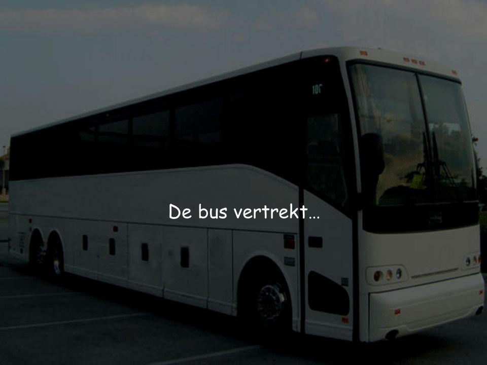 De bus vertrekt…