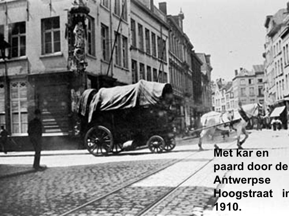 Met kar en paard door de Antwerpse Hoogstraat in 1910.