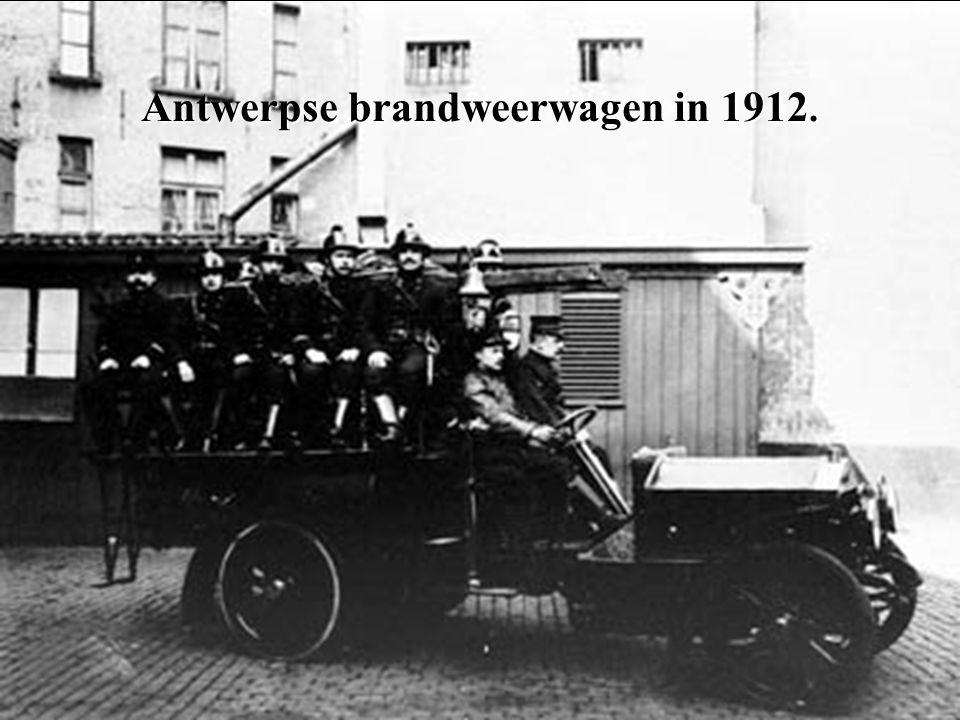 Antwerpse brandweerwagen in 1912.