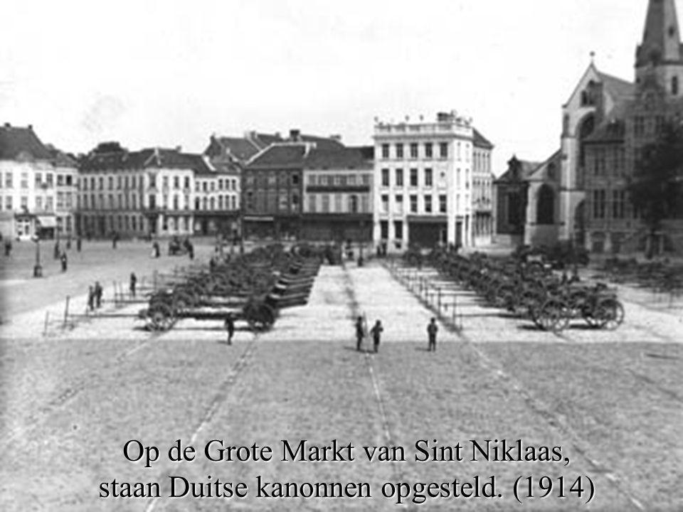 Op de Grote Markt van Sint Niklaas,
