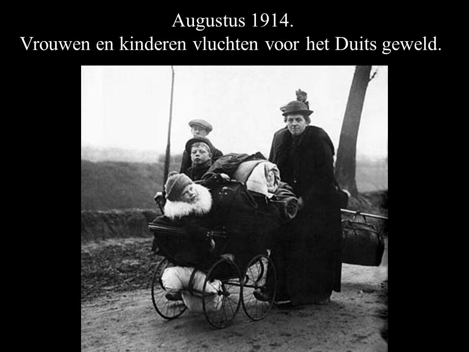 Vrouwen en kinderen vluchten voor het Duits geweld.