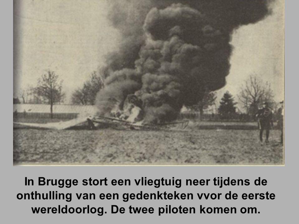 In Brugge stort een vliegtuig neer tijdens de onthulling van een gedenkteken vvor de eerste wereldoorlog.