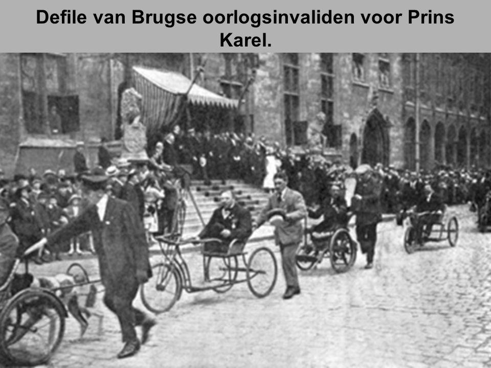 Defile van Brugse oorlogsinvaliden voor Prins Karel.