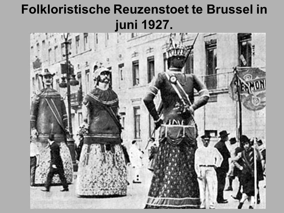 Folkloristische Reuzenstoet te Brussel in juni 1927.