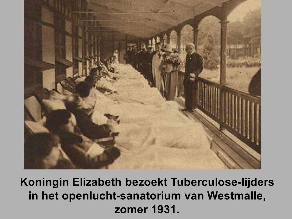 Koningin Elizabeth bezoekt Tuberculose-lijders in het openlucht-sanatorium van Westmalle, zomer 1931.