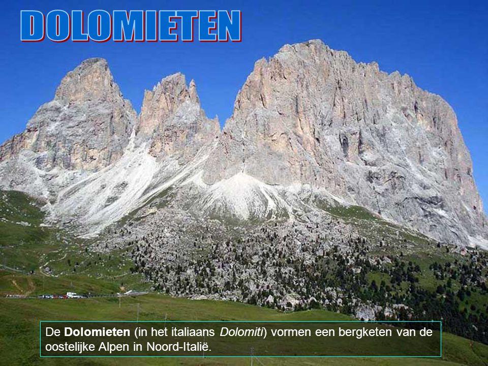 DOLOMIETEN De Dolomieten (in het italiaans Dolomiti) vormen een bergketen van de oostelijke Alpen in Noord-Italië.