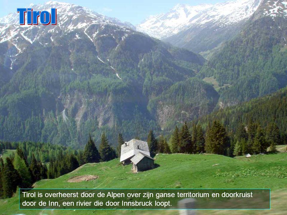 Tirol Tirol is overheerst door de Alpen over zijn ganse territorium en doorkruist door de Inn, een rivier die door Innsbruck loopt.