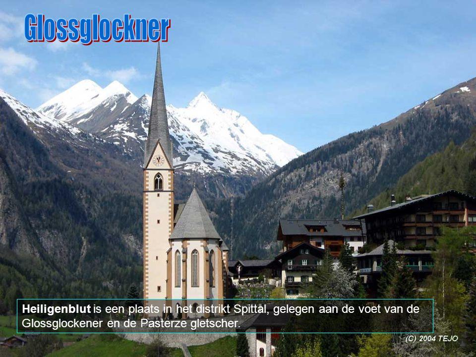 Glossglockner Heiligenblut is een plaats in het distrikt Spittal, gelegen aan de voet van de Glossglockener en de Pasterze gletscher.