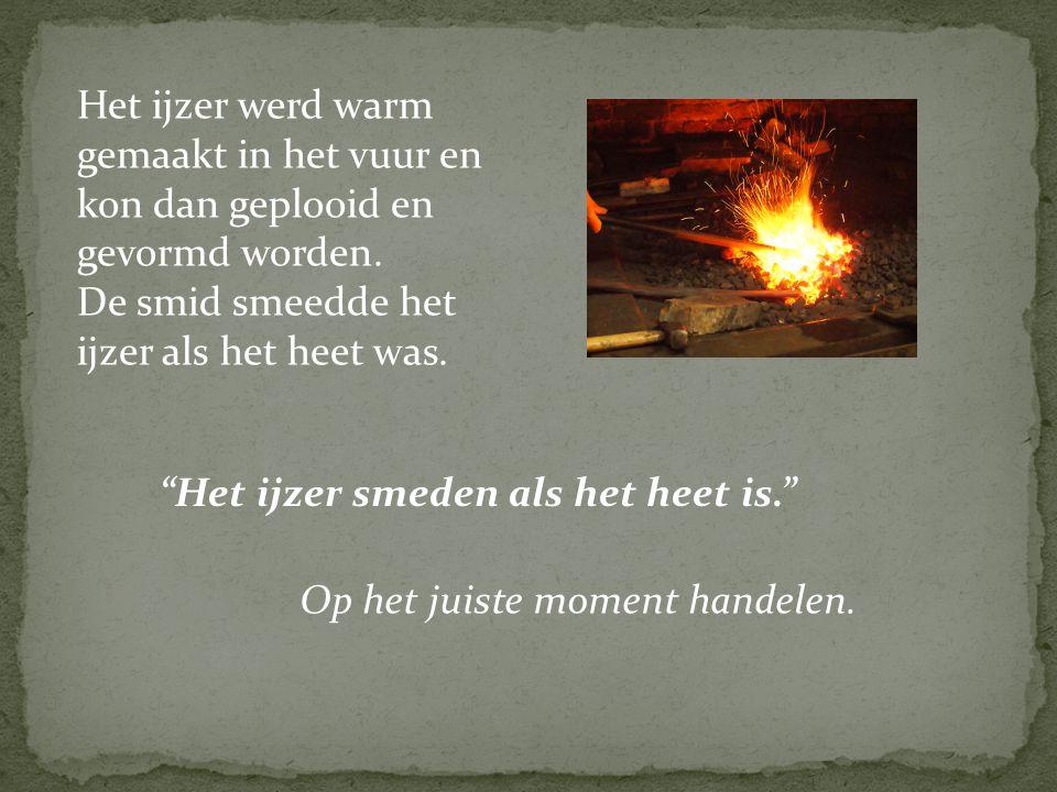 Het ijzer werd warm gemaakt in het vuur en kon dan geplooid en gevormd worden.