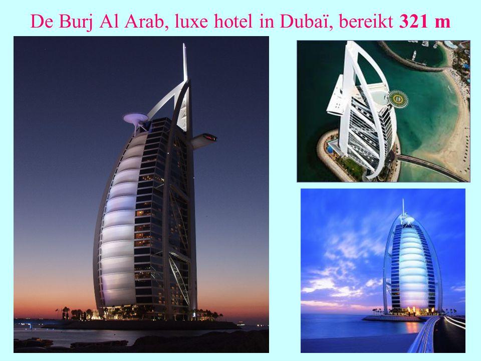 De Burj Al Arab, luxe hotel in Dubaï, bereikt 321 m