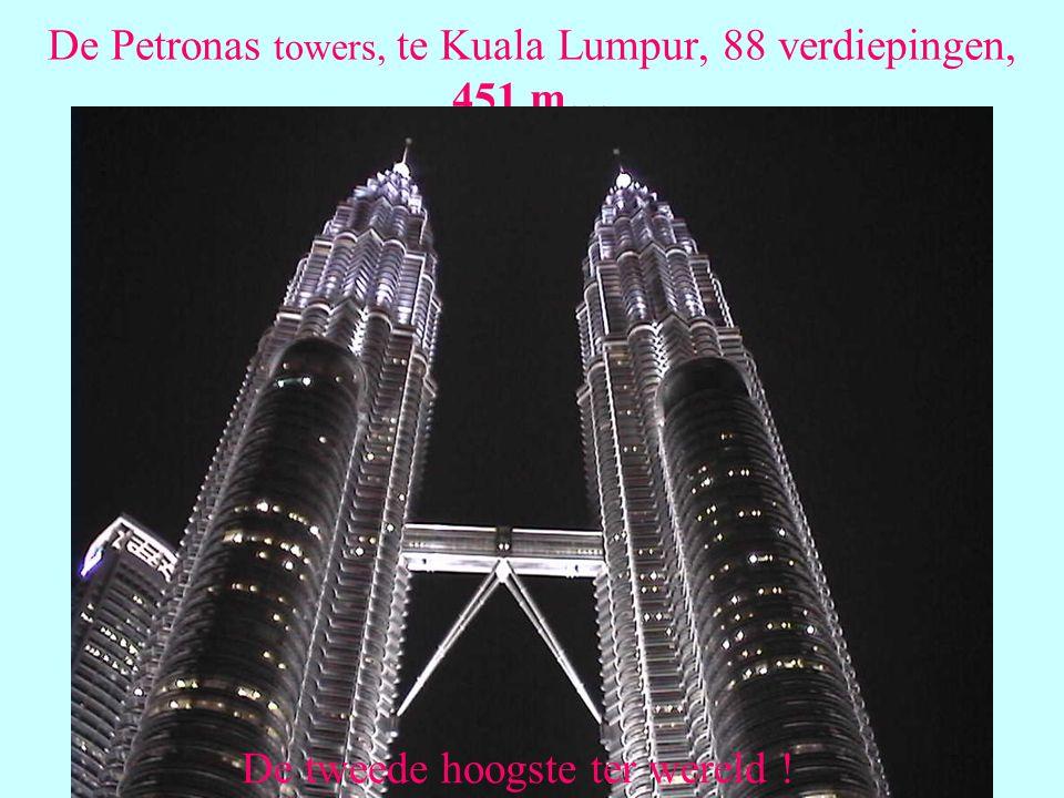 De Petronas towers, te Kuala Lumpur, 88 verdiepingen, 451 m…
