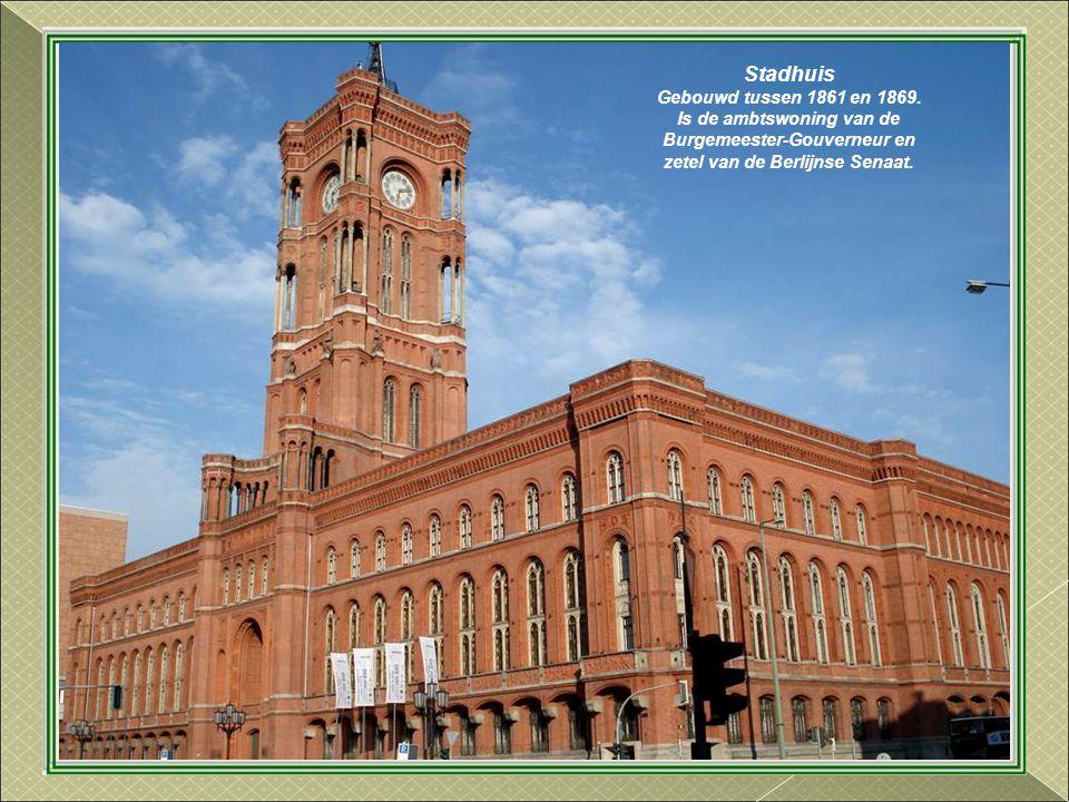 Stadhuis Gebouwd tussen 1861 en 1869.