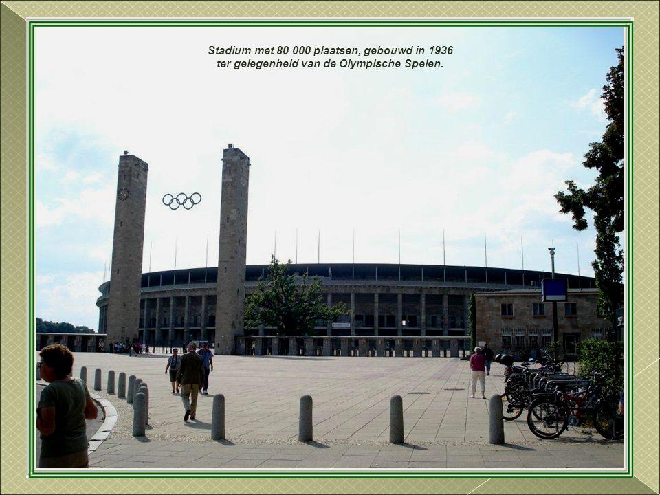 Stadium met 80 000 plaatsen, gebouwd in 1936