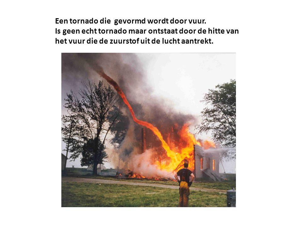 Een tornado die gevormd wordt door vuur.