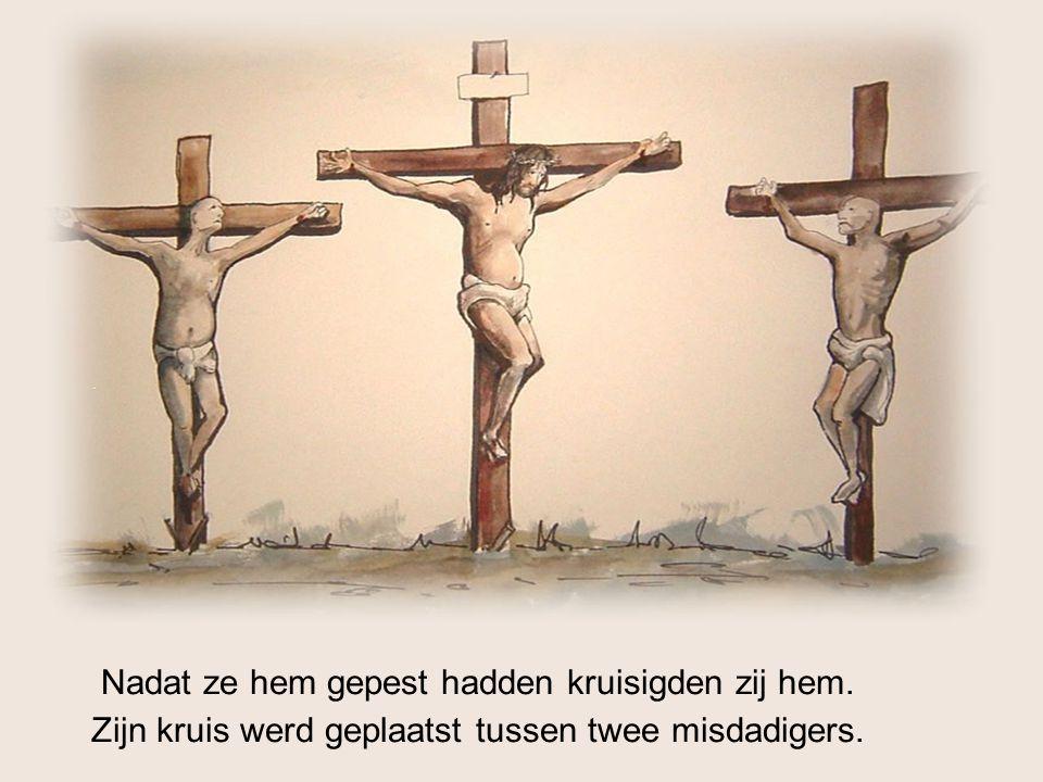 Nadat ze hem gepest hadden kruisigden zij hem