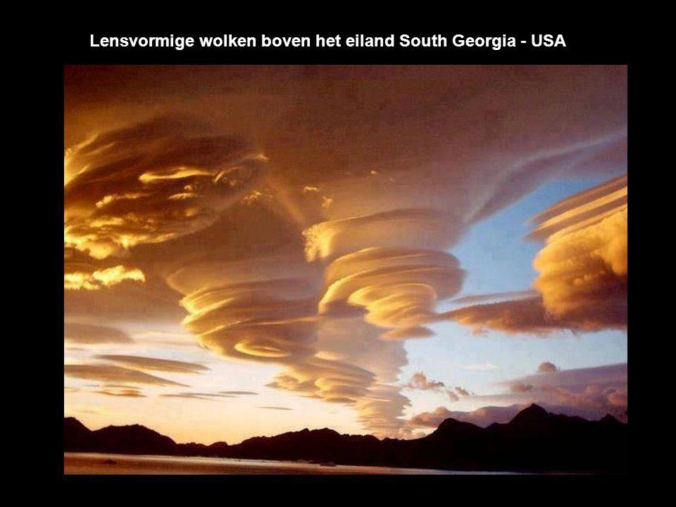 Lensvormige wolken boven het eiland South Georgia - USA