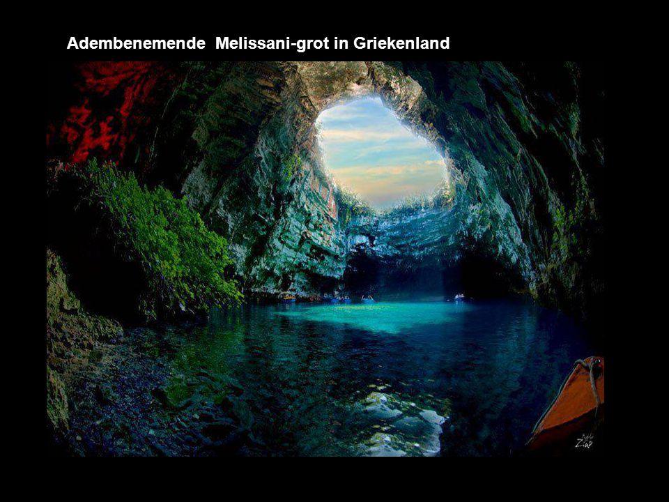 Adembenemende Melissani-grot in Griekenland