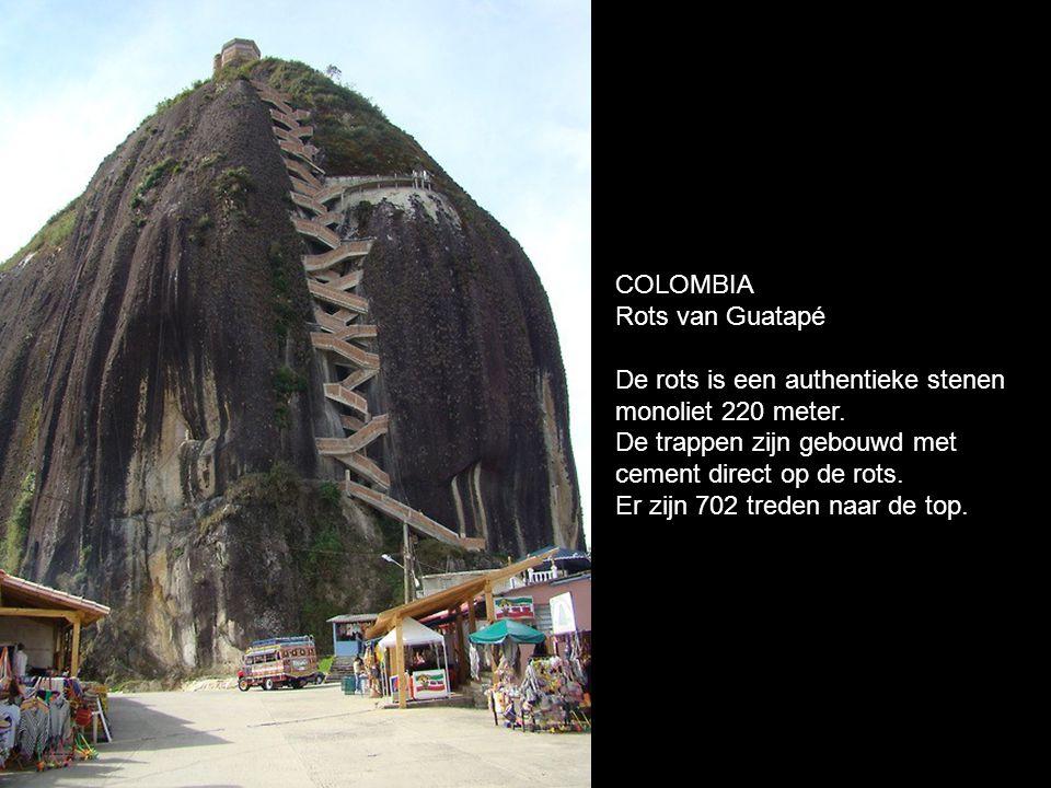 COLOMBIA Rots van Guatapé De rots is een authentieke stenen monoliet 220 meter.