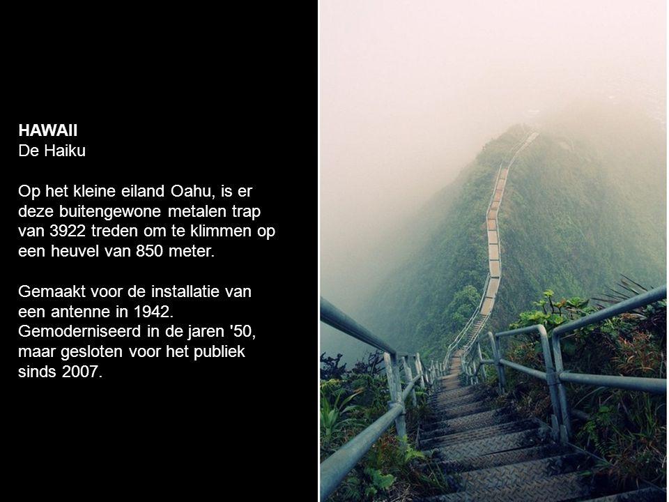 HAWAII De Haiku Op het kleine eiland Oahu, is er deze buitengewone metalen trap van 3922 treden om te klimmen op een heuvel van 850 meter.