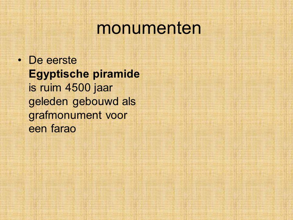 monumenten De eerste Egyptische piramide is ruim 4500 jaar geleden gebouwd als grafmonument voor een farao.