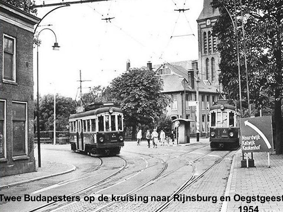Twee Budapesters op de kruising naar Rijnsburg en Oegstgeest