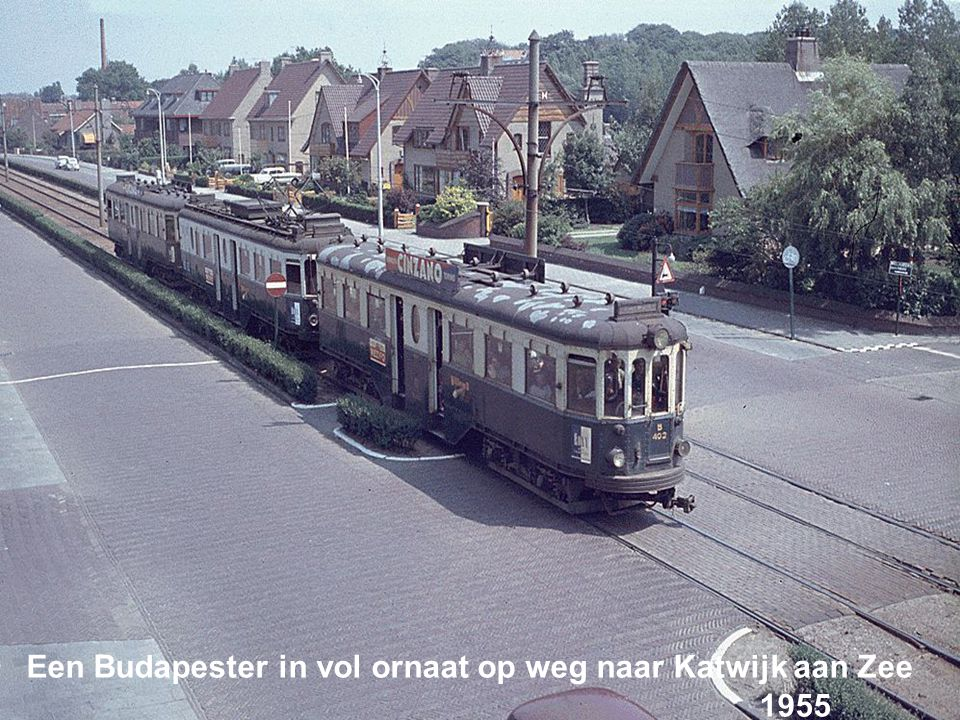 Een Budapester in vol ornaat op weg naar Katwijk aan Zee