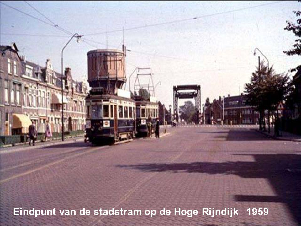 Eindpunt van de stadstram op de Hoge Rijndijk 1959